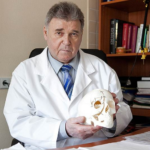 Учить лечить. Виталию ВладиславовичуРогинскомуисполнилось 80 лет.